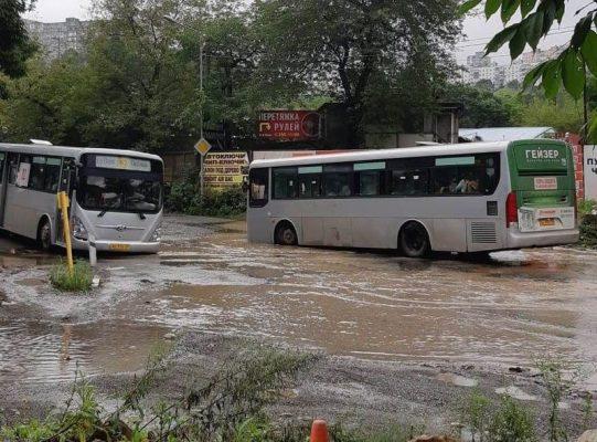 Наводнение, автобусы, Владивосток