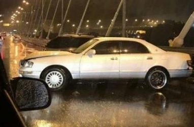 Массовое ДТП произошло во время сильного ливня на Золотом мосту Владивостока