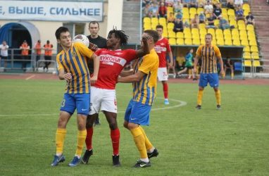 Футболисты «Луча» и «Спартака-2» забили друг другу шесть голов