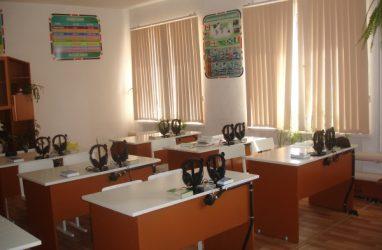 В воспитательной колонии в Приморье появился лингафонный кабинет