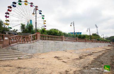 На набережной Спортивной гавани Владивостока начали ремонтировать подпорную стену