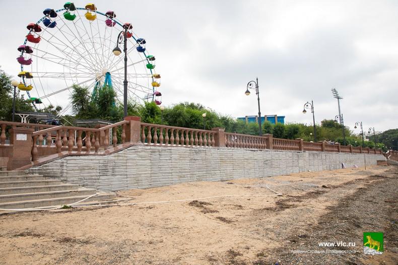 Ремонт подпорной стены на набке. Фото: Анастасия Котлярова, пресс-служба мэрии Владивостока