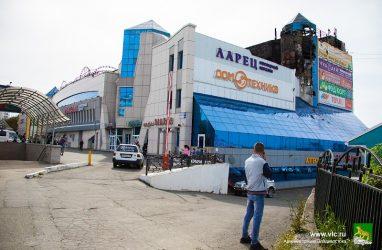 Во Владивостоке арендаторов горевшего ТЦ «Максим» вновь эвакуировали из-за пожарной тревоги