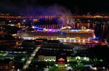 Огромный круизный лайнер длиной 350 метров зашёл во Владивосток