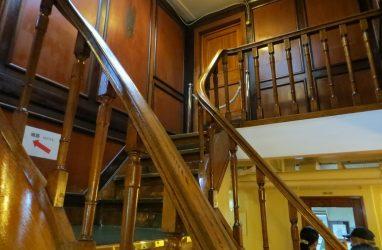 На что обратить внимание при монтаже деревянной лестницы?