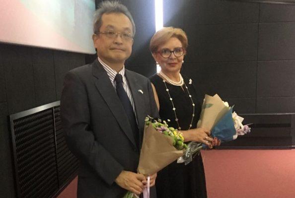 Генеральный консул Японии во Владивостоке Коитиро Накамура и продюсер фильма Ольга Монахова