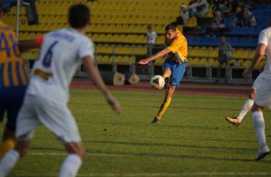 Пенальти решил исход футбольного матча «Луч» — «Чертаново»