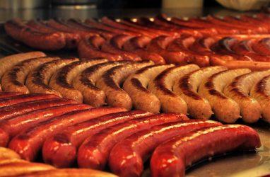 Бактерии группы кишечной палочки нашли в Приморье в колбасе производства «Надежды-95»