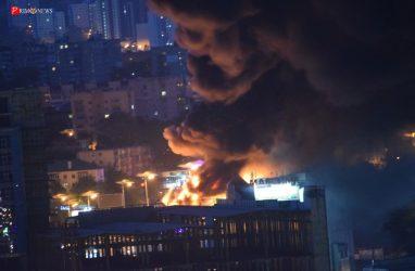 Во Владивостоке полыхает торговый центр «Максим» — видео