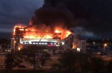 Очевидцы рассказали о пожаре в ТЦ «Максим» во Владивостоке