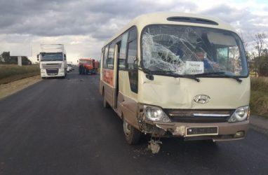 Серьёзное ДТП с участием КамАЗа, автобуса и минивэна произошло в Приморье