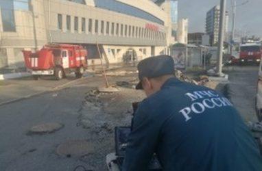 Тушить торговый центр «Максим» во Владивостоке прибыло 19 пожарных машин