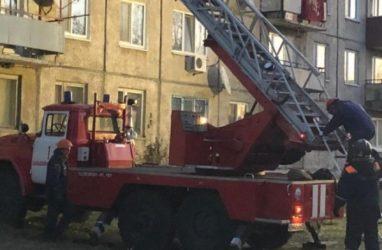 Причиной обрушения в жилом доме в Приморье мог стать взрыв водонагревателя — СМИ