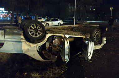 В Приморье мужчина угнал машину и перевернулся на ней