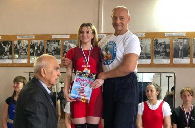Юная тяжёлоатлетка установила новые рекорды Владивостока