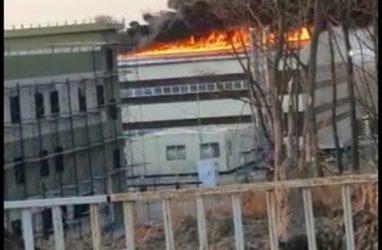 Не успели достроить, и уже пожар: крупное возгорание тушили огнеборцы в Приморье