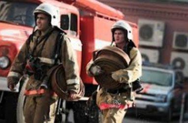 Во Владивостоке 30 пожарных тушили электрощит