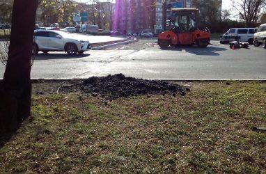 Во Владивостоке пожаловались на дорожных рабочих, загрязняющих газоны