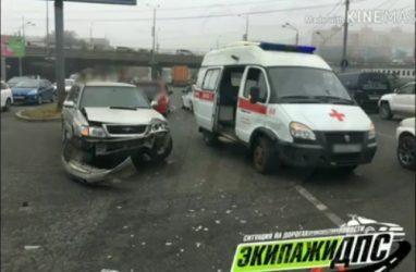 ДТП с участием машины скорой помощи попало на видео во Владивостоке