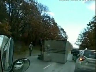 В Приморье грузовик завалился набок и перегородил дорогу
