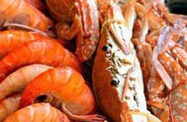 В одном из супермаркетов Артёма торговали креветкой и крабом без документов