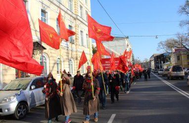 «Вся власть – трудовому народу!»: 102-ю годовщину Великой Октябрьской социалистической революции отметили во Владивостоке