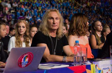 Лидер группы «Рондо» Александр Иванов признался, что носил женские колготки