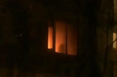«Квартира полыхает»: в жутком пожаре во Владивостоке пострадал мужчина
