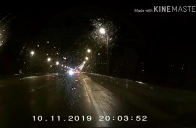 В Приморье полицейского чуть не сбил автомобиль