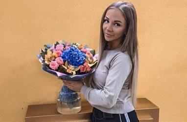 Девушку из Владивостока завалили цветами на «Доме-2»