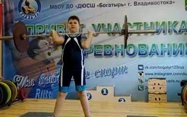 На турнире по тяжёлой атлетике во Владивостоке выступили совсем юные атлеты со стажем занятий три месяца