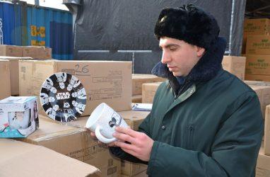 Во Владивостоке задержали почти девять тонн посуды с товарными знаками Disney и STAR WARS
