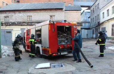 В СИЗО Владивостока прошли совместные учения пожарных ФСИН и МЧС