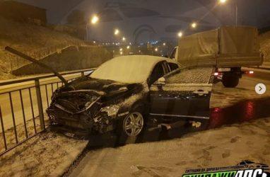 «Водителя проткнуло леером»: кошмарное ДТП со смертельным исходом произошло во Владивостоке