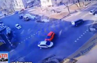 «Влетел на полном ходу»: в Приморье момент ДТП попал на видео