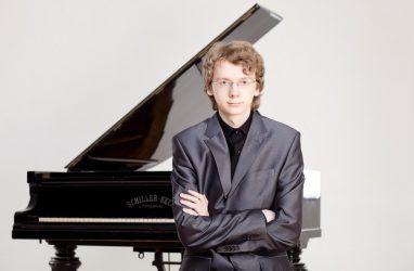 Известный петербургский пианист Сергей Редькин выступит во Владивостоке