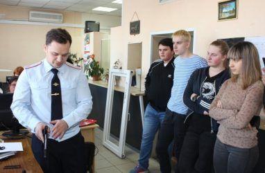 Студенты ВГУЭС познакомились с работой экспертов-криминалистов