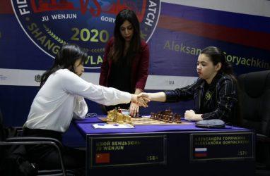 Вэньцзюнь и Горячкина сыграли вничью в 11-й партии матча за звание чемпионки мира по шахматам