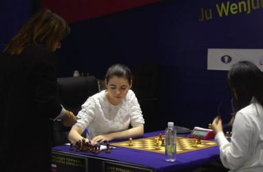 Китаянка разгромила россиянку в десятой партии матча за звание чемпионки мира по шахматам