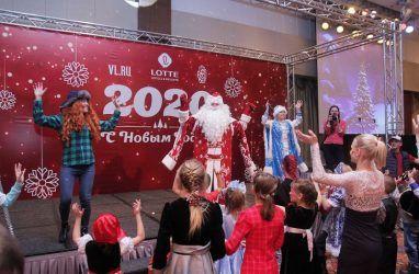 Во Владивостоке детей из детских домов поздравили с Новым годом