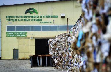 Правительству Приморского края пришлось извиняться за переполненные мусорные контейнеры