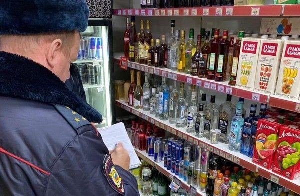 Алкоголь, полиция, изъяли алкоголь. Фото – минпромторг Приморского края