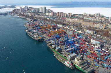 В порту Владивосток объявили начало ледокольной проводки судов