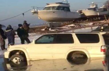 Десятки машин ушли под воду в Приморье