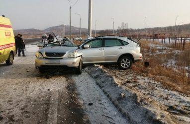 «Погиб до приезда скорой»: Lexus разрубило пополам в ДТП в Приморье