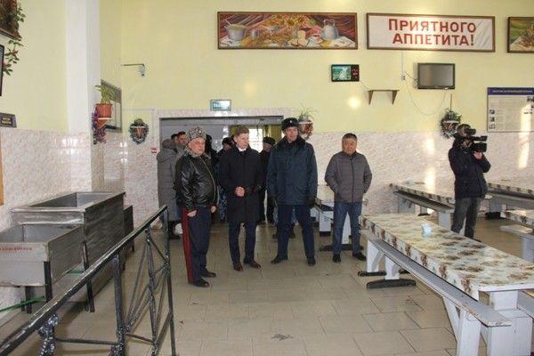 Кожемяко посетил колонию. Фото - пресс-служба ГУФСИН России по Приморскому краю