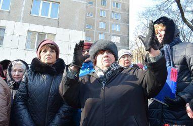 «Если мы все под этими плитами подохнем?!»: очередное собрание против стройки прошло во Владивостоке
