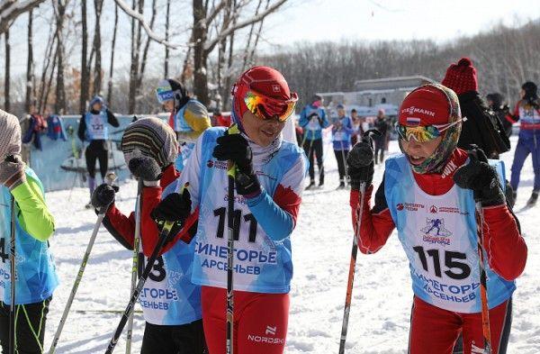 """滑雪馬拉松"""" Sikhote-Alin""""在沿海的Arsenyev聚集了100多名參與者"""