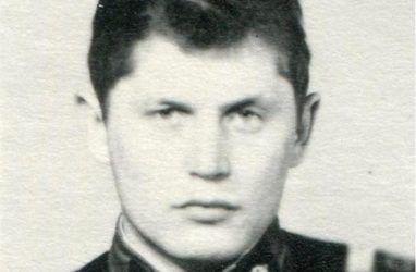 Губернатор Приморья показал армейские фото своих родственников