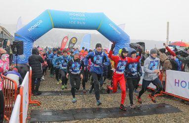 Бегуны из Владивостока и Хабаровска победили на V ледовом полумарафоне Honor Vladivostok Ice Run